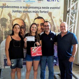 Crislaine Tavares Da Silvada Branco E Cia ganhou um Óculos de Sol da Ótica Diniz