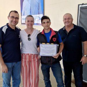 Adryan De Souza Barbosa daZoopet ganhou Bolsa De Estudos Faculdade Eduvale Avaré - Fernanda Pazini representou a faculdade